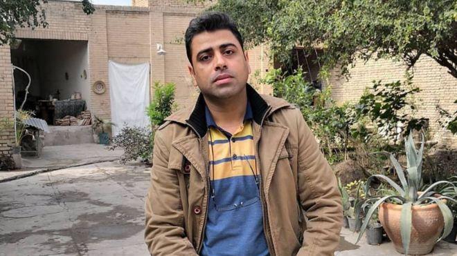 كُسرت أضلاعه في السجن.. شاب إيراني يدعو إلى مناظرة وزير الاستخبارات على الهواء