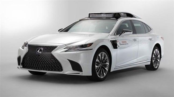 تويوتا تكشف عن سيارة آلية القيادة
