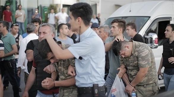 تركيا: اعتقال 100 جندي للاشتباه بصلتهم بغولن