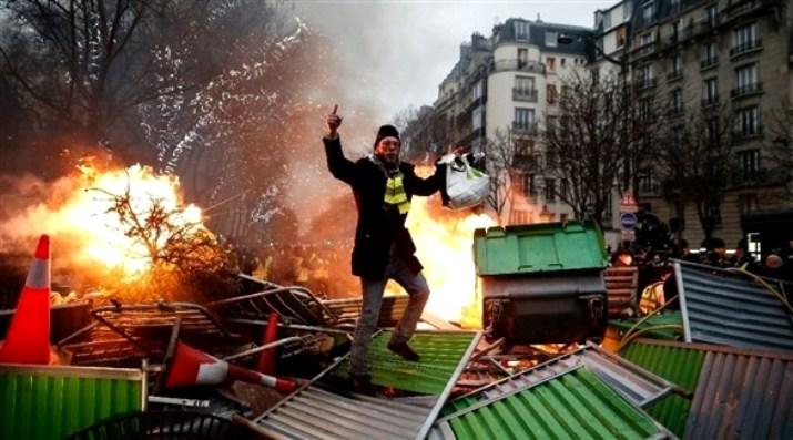 """الداخلية الفرنسية: 84 ألفاً شاركوا في مظاهرات """"السترات الصفراء"""" اليوم"""