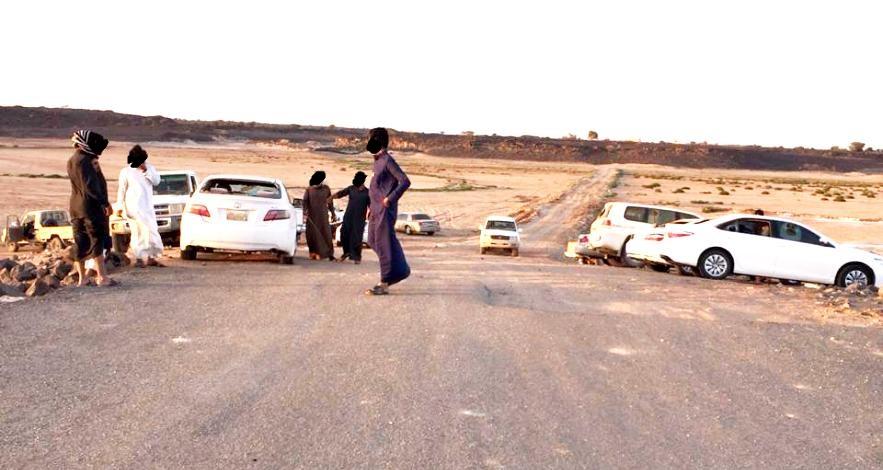 بالصور: تكسير 8 سيارات في الطائف والشرطة تحقق