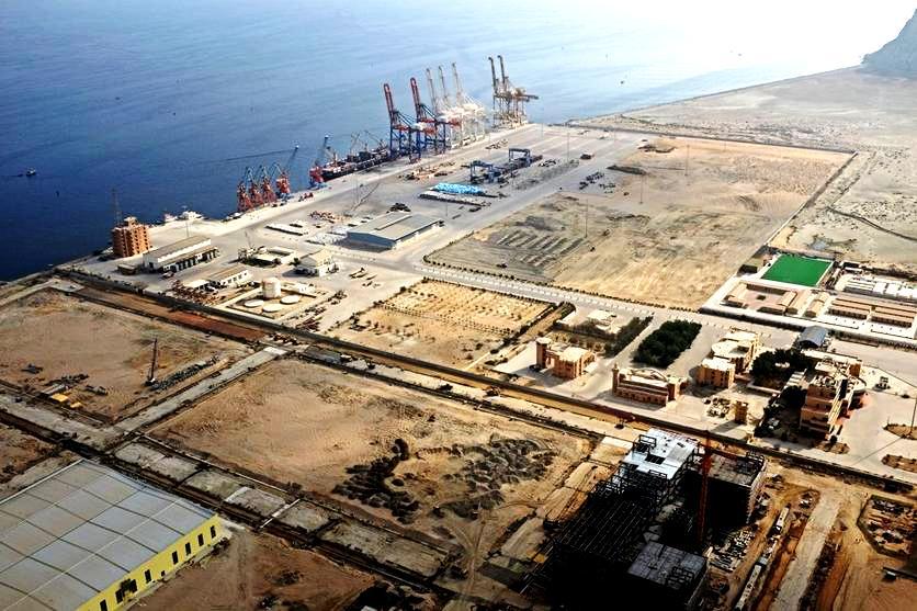 السعودية تعتزم إنشاء مصفاة نفط بـ10 مليارات دولار في باكستان