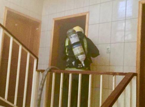 النيران تلتهم غرفة تستخدم كمخزن في شقة بحي سكني في الدمام