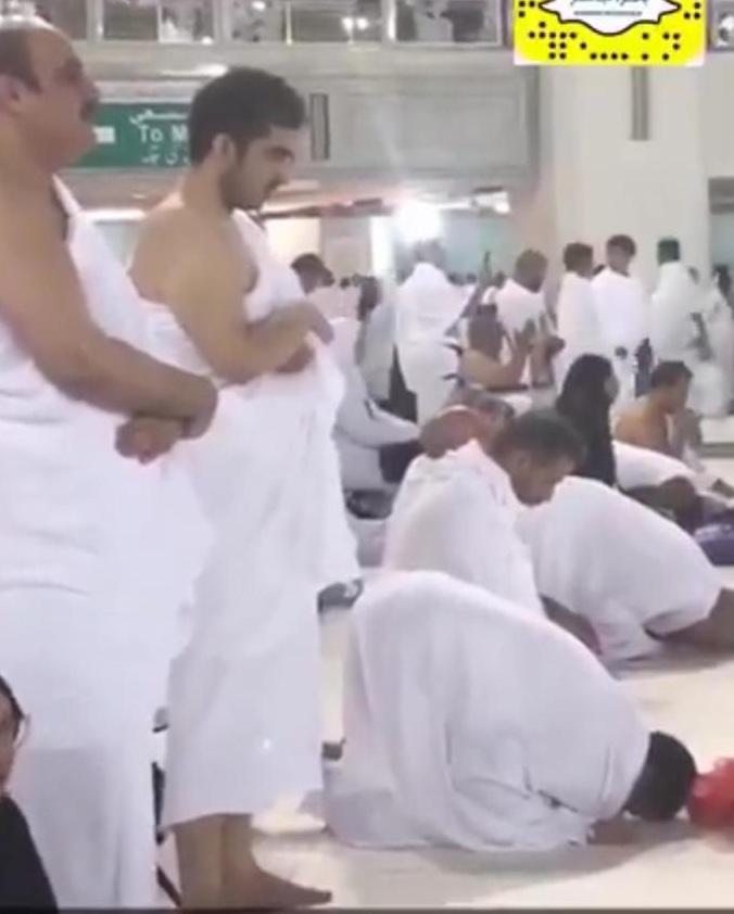 """نائب أمير مكة بدر بن سلطان يباشر عمله بأداء مناسك """"العمرة"""""""