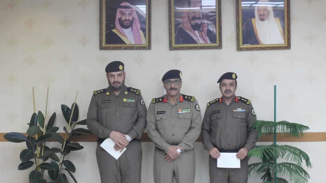 شرطة الرياض تكرم عددا من منسوبيها