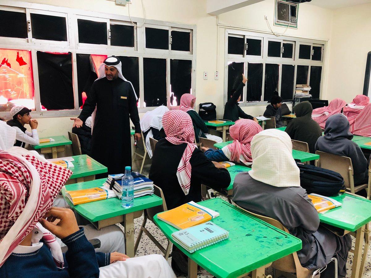 الطائف: غاب المعلمون فقام قائد الثانوية بتدريس 10 حصص لسد العجز
