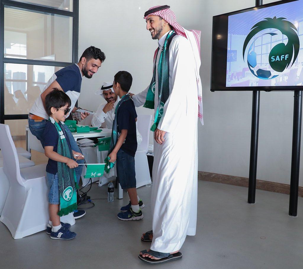 """شاهد.. """"اتحاد الكرة"""" يواصل توزيع تذاكر مباراة السعودية ولبنان على جماهير الأخضر"""