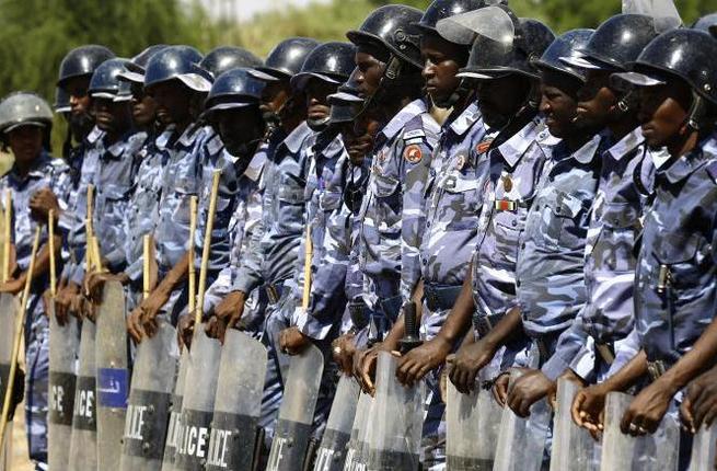 قوات الأمن السودانية تعتقل عددا من الصحفيين في وقفة تضامنية