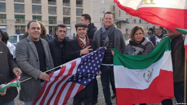سفير أمريكا في برلين يتظاهر ضد إيران