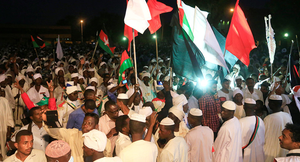 الداخلية السودانية تدعو المواطنين إلى الابتعاد عن مواقع الاحتجاجات