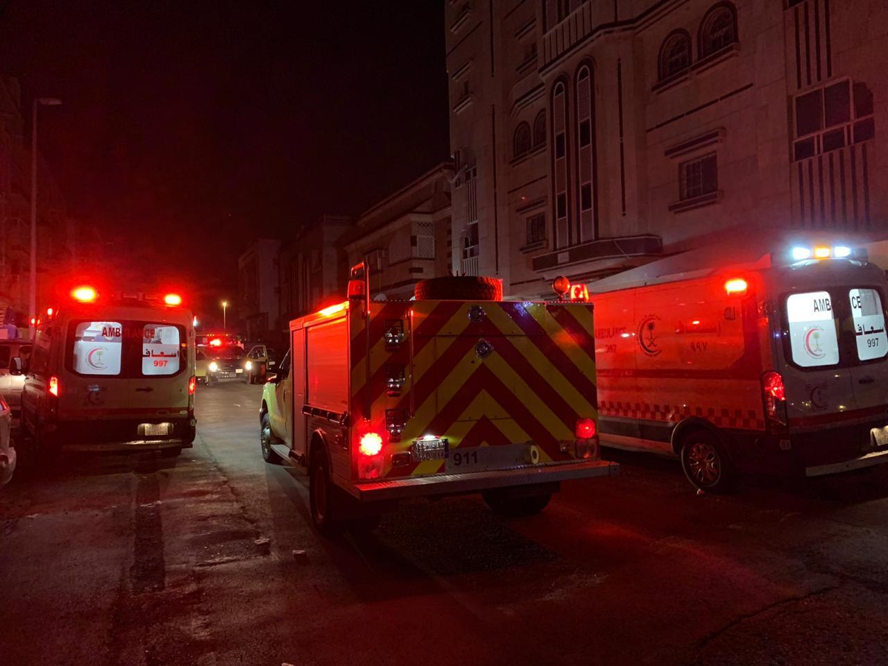 19 حالة اختناق في حريق شقة سكنية بجدة