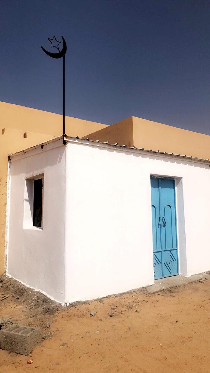 شاهد.. موظفة تبني مسجدا داخل مدرستها في الطائف