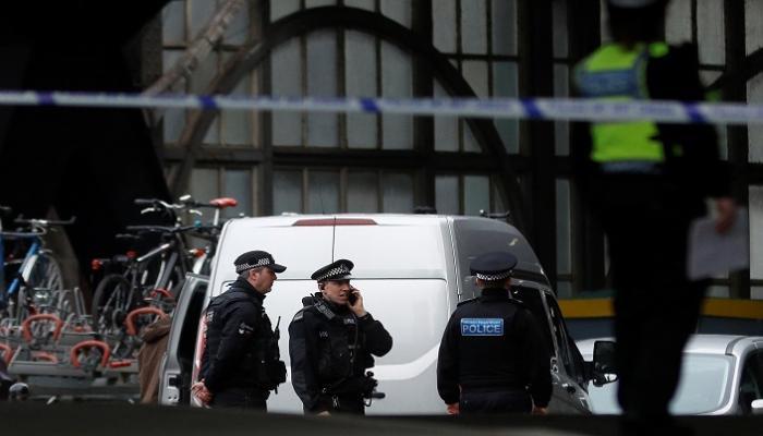 رئيس وزراء بريطانيا يؤيد سلطات الشرطة للإيقاف والتفتيش