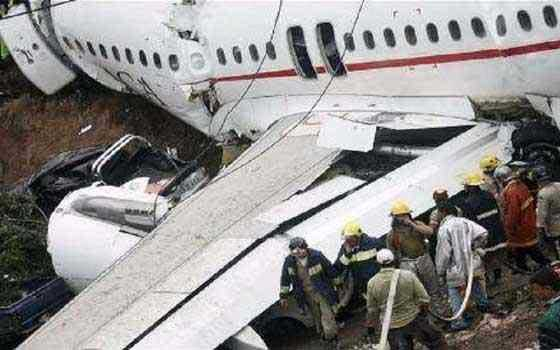 """شركة طيران تحدد مقاعد """"الموت والنجاة"""" في السماء"""