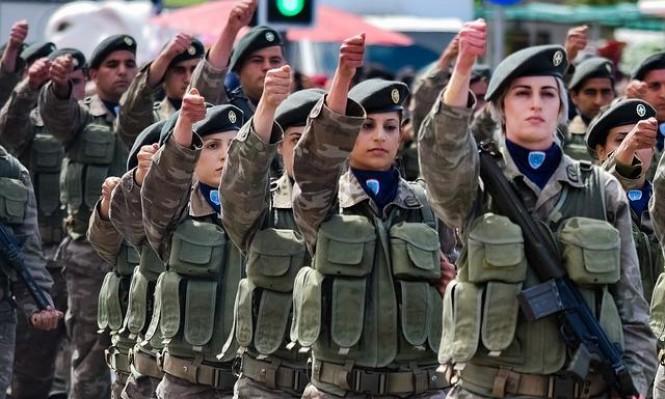 في يوم المرأة العالمي.. الجيش الألماني يوزع زهورا على النساء