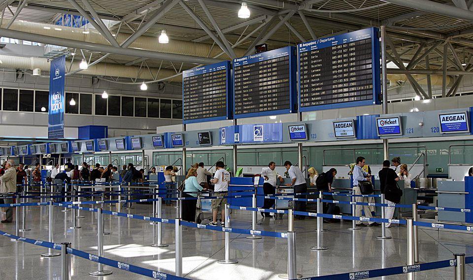 طوارئ في مطار أثينا بعد مكالمة عن محاولة اختطاف طائرة