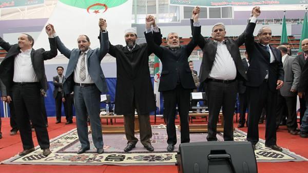 المعارضة الجزائرية تدعو الجيش لحماية مطالب الشعب