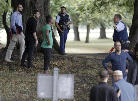 الشرطة ترفع حصيلة قتلى الهجوم على مسجدين في نيوزيلندا إلى 49 قتيلاً