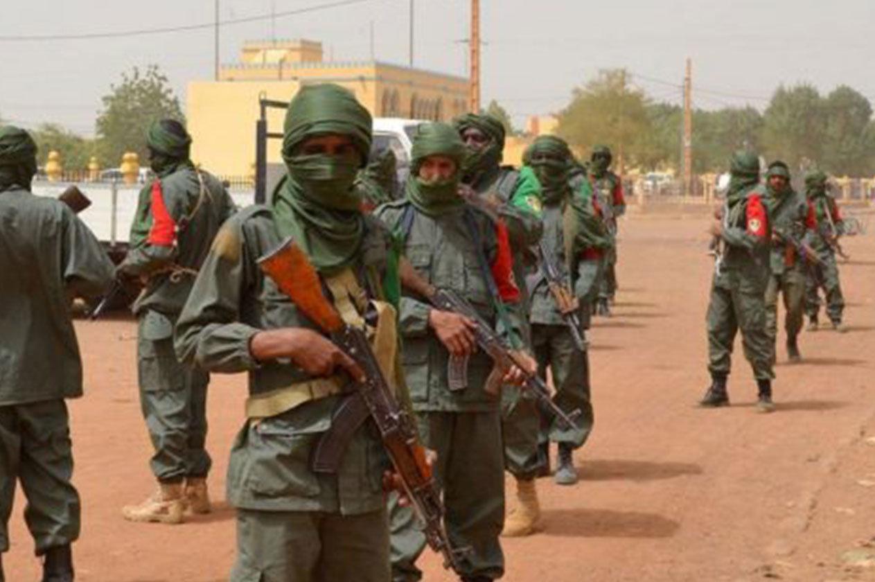 مسلح يقتحم قاعدة عسكرية وسط مالي ويقتل 16 جنديا