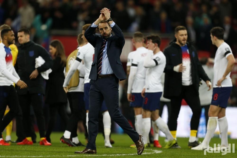 إهانات عنصرية تلطخ فوز إنجلترا الساحق في الجبل الأسود