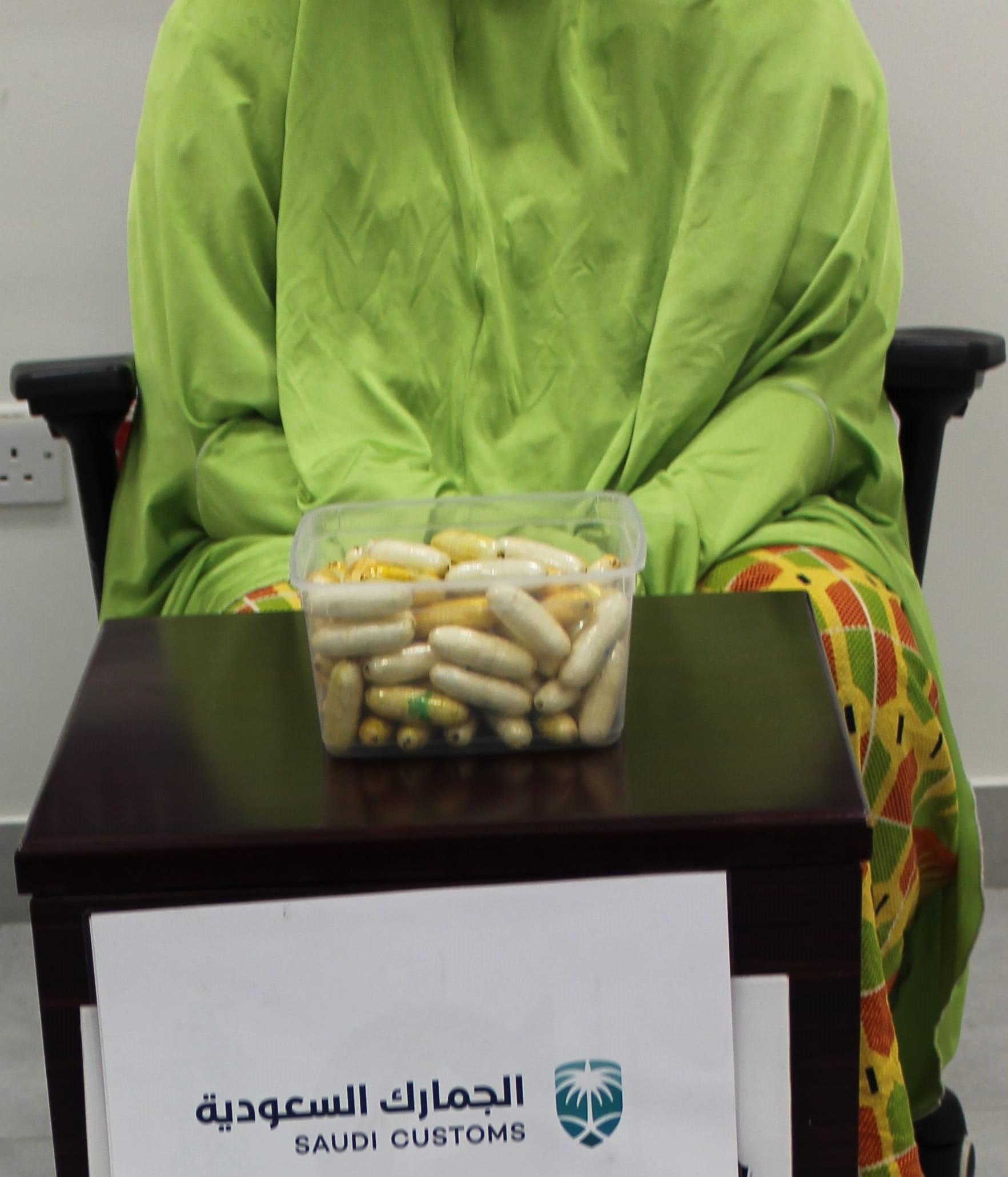 جمرك مطار الأمير محمد بن عبدالعزيز يُحبط تهريب كمية من الكوكايين