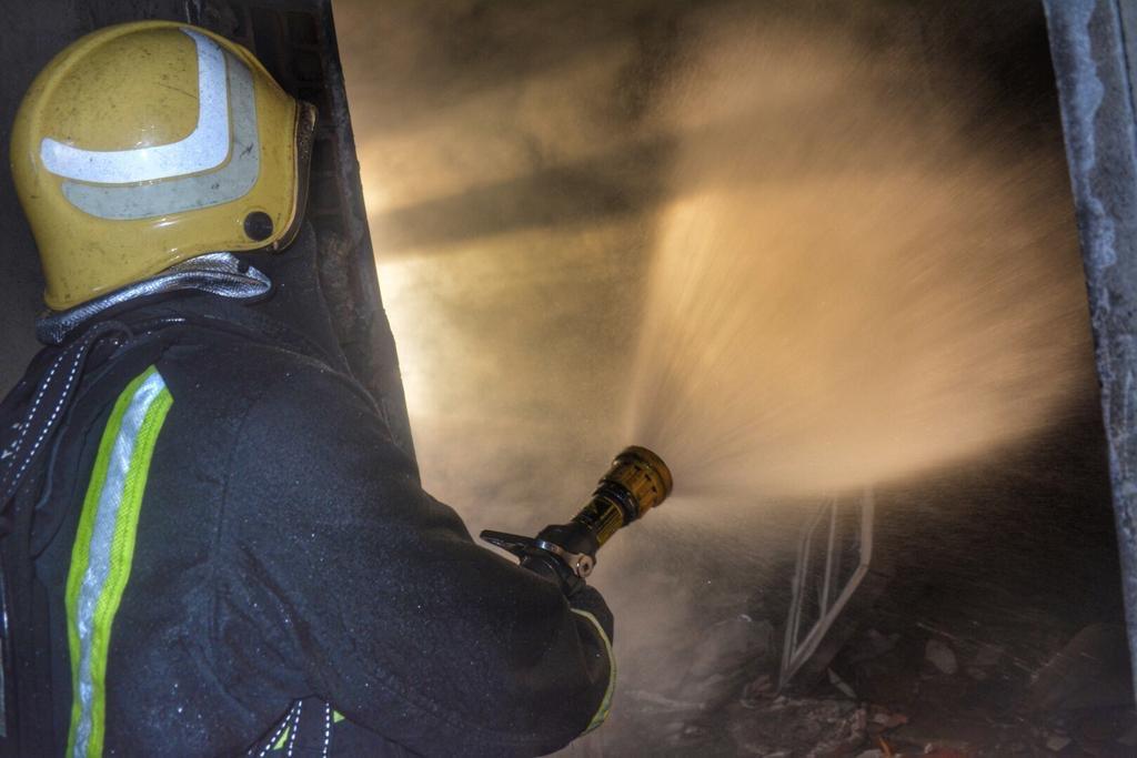 إصابة شخصين في حريق اندلع داخل سكن عمال بجدة