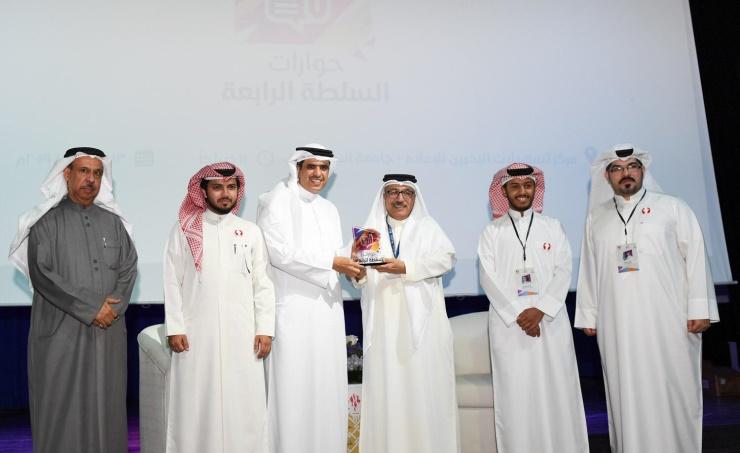 وزير شؤون الإعلام البحريني: احتكار الرياضة وتسييسها يحرم 90% من العرب مشاهدة كرة القدم