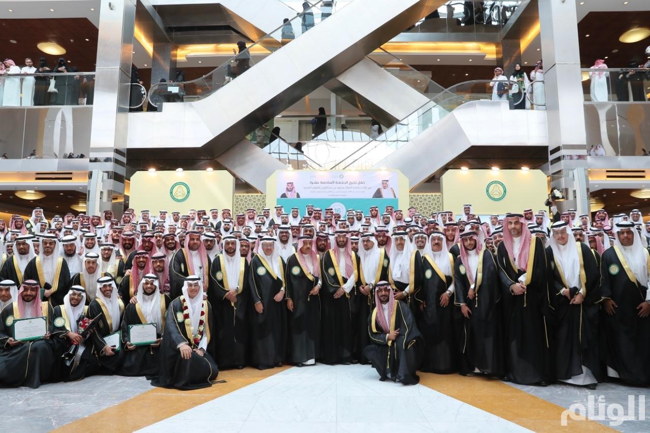 وزير الحرس الوطني يرعى حفل تخريج الدفعة ١٦ من جامعة الملك سعود بن عبدالعزيز للعلوم الصحية