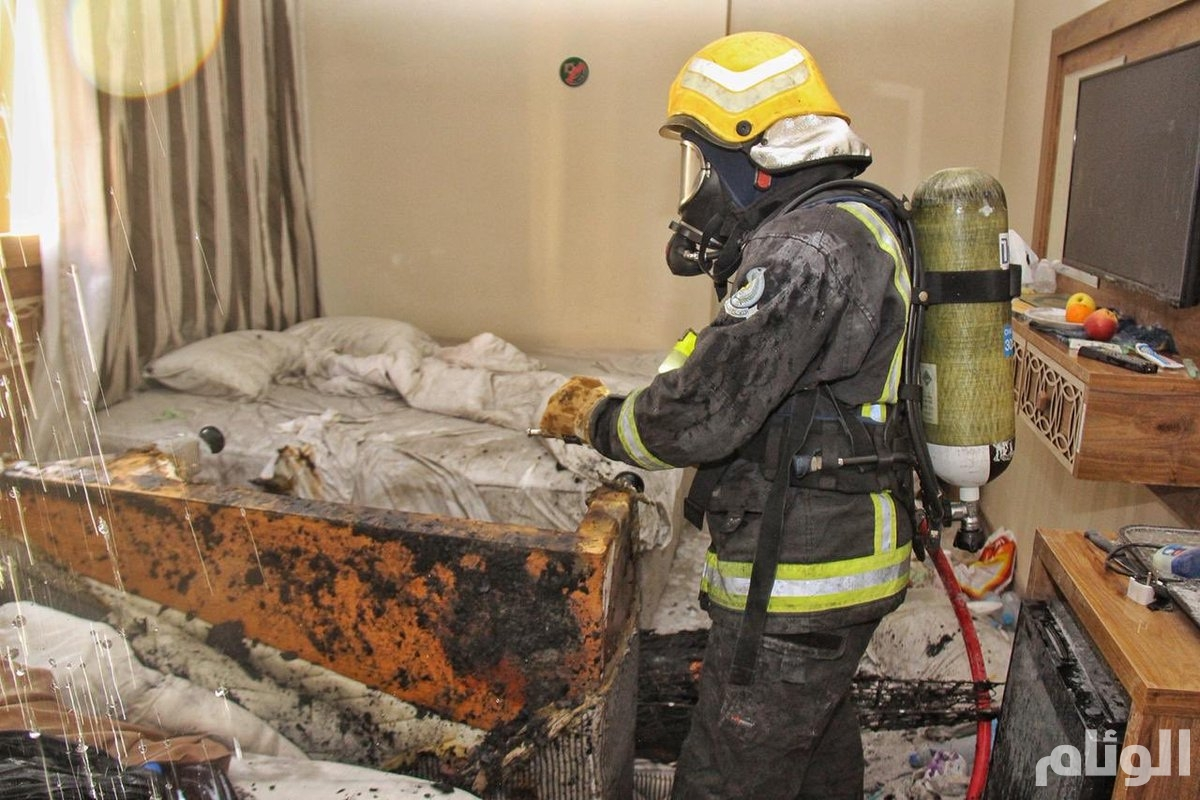 شاهد.. إخلاء 700 نزيل إثر اندلاع حريق في أحد فنادق مكة