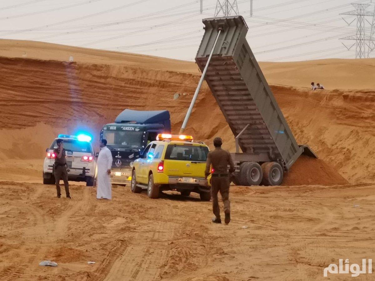 أمانة الرياض تضبط عمالا بسبب تجريف الأراضي بطريقة مخالفة للأنظمة