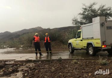 السيول تحتجز 7 أشخاص في بلجرشي والعقيق