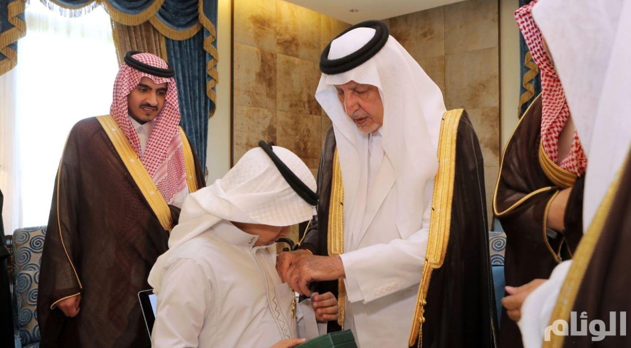 """الأمير خالد الفيصل يدشن بطاقة """"فخر"""" الخاصة بذوي شهداء الواجب"""