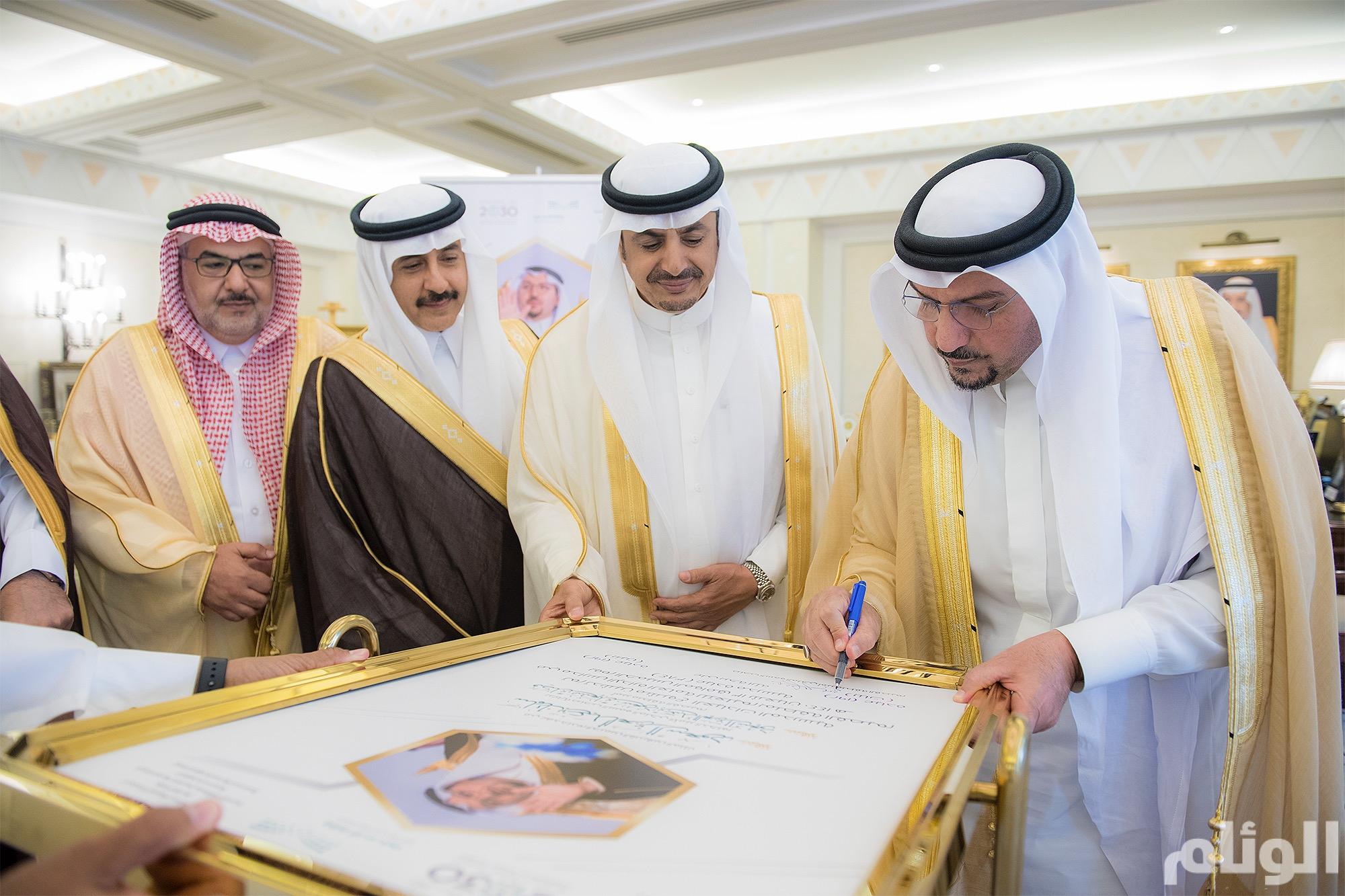 الأمير فيصل بن مشعل يدشن مشروع توفير 384 عيادة مدرسية بمدارس تعليم القصيم