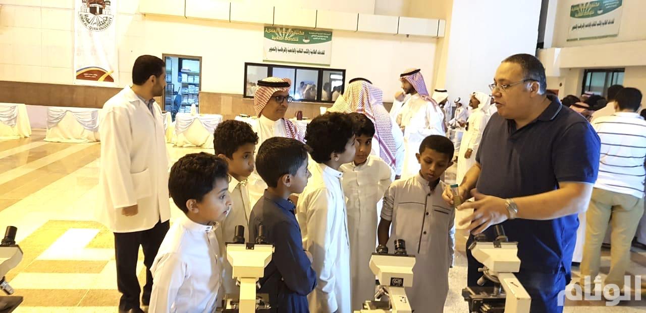 معرض بكلية القنفذة لتعريف الطلاب بأهمية التخصصات العلمية