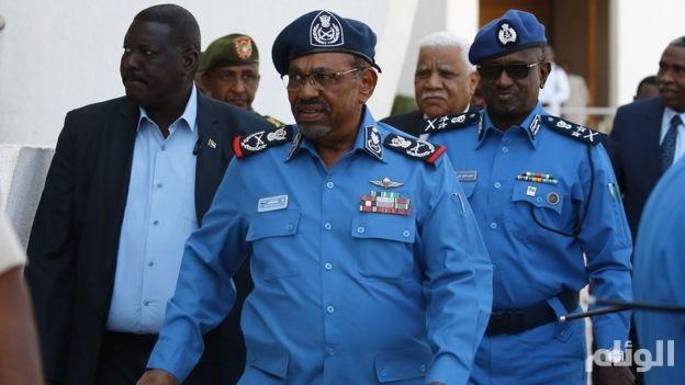 الشرطة السودانية تزيل اسم وصورة البشير من أبراج سكن الضباط بالخرطوم
