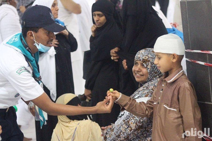 بالصور.. أفراد جمعية الكشافة بالحرمين الشريفين.. صورة مُشرفة للشباب السعودي