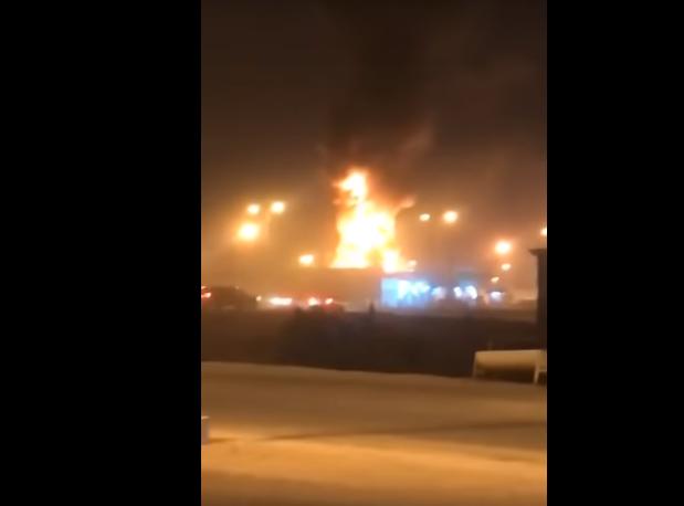 فيديو لحريق هائل بمحطة وقود في القريات.. والإطفاء تتحرك