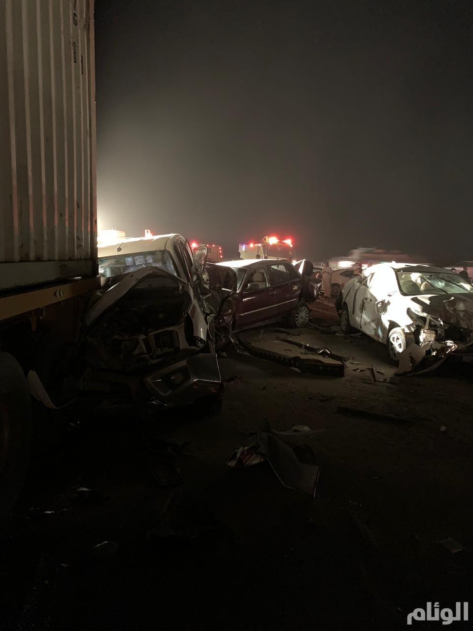 وفاة شخصين وإصابة 23 آخرين في حادثين بالرياض