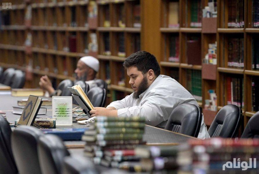 مكتبة المسجد النبوي.. صرح للعلم والمعرفة في مسجد رسول الله