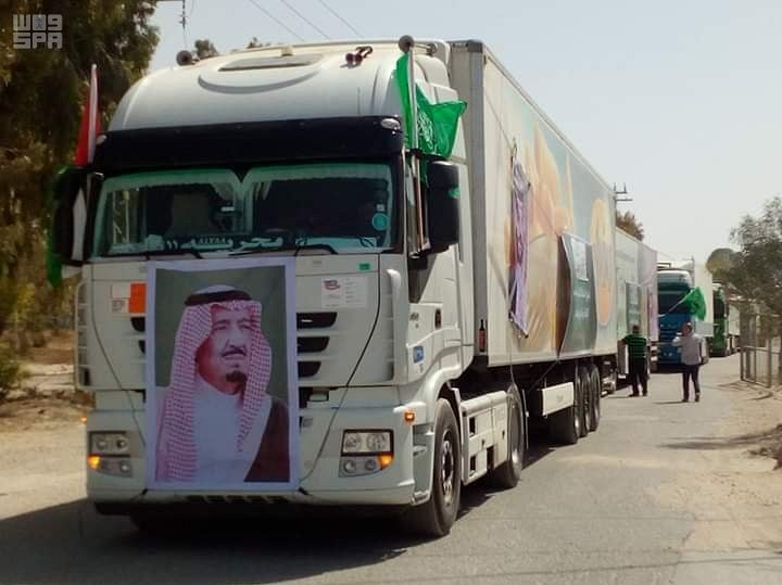 وصول شحنة من اللحوم مهداة من مشروع المملكة للإفادة من الهدي والأضاحي لقطاع غزة (صور)