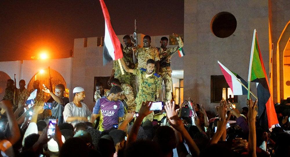 العسكري السوداني: ميدان الاعتصام أصبح خطرًا على البلد والثوار