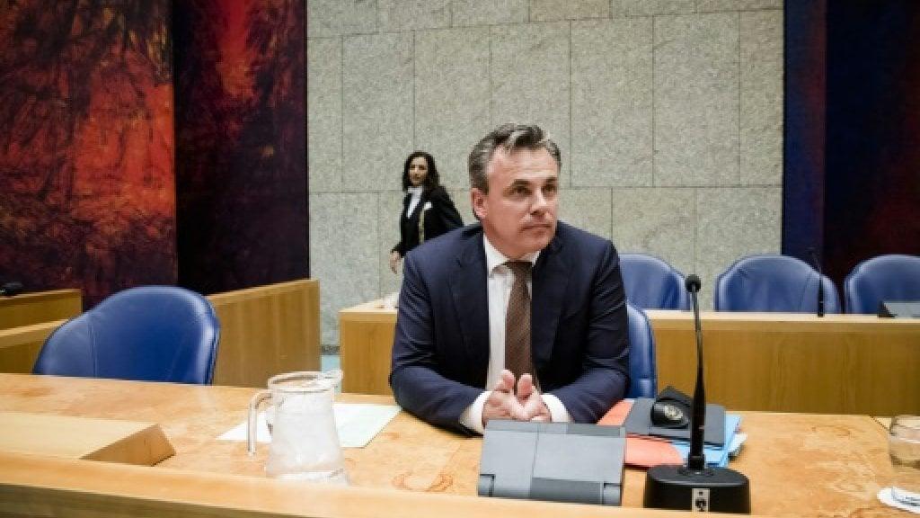 تقرير جرائم اللاجئين يطيح بوزير الهجرة الهولندي