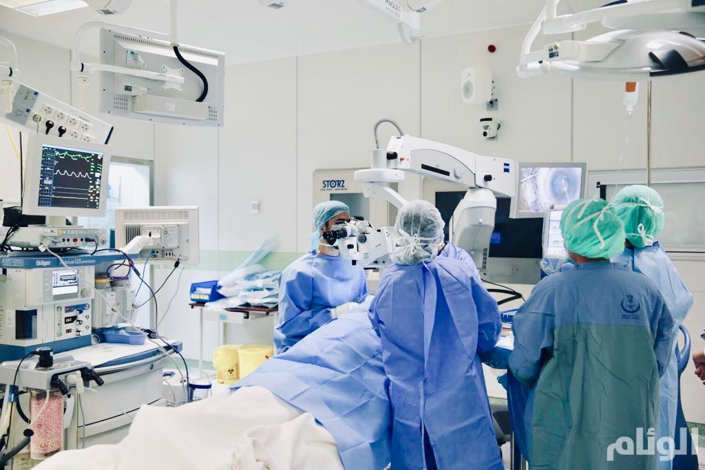 مستشفى الملك خالد التخصصي للعيون يجري (113) عملية في القصيم