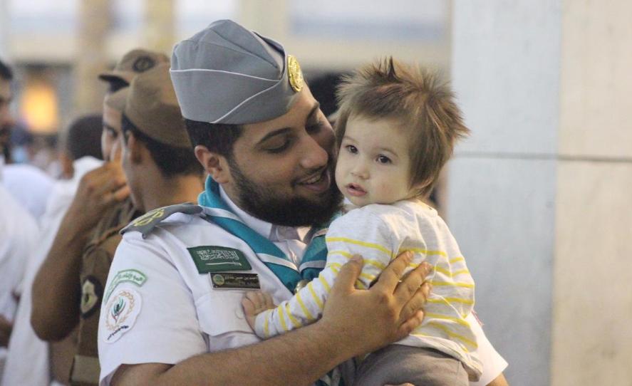 الكشافة.. صورة لإنسانية الشباب السعودي في الحرمين الشريفين