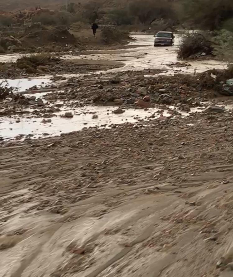 شجاعة شاب تنقذ أسرة احتجزتها الأمطار في الطائف