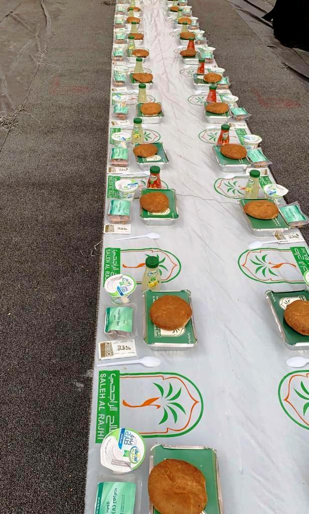 «أوقاف الراجحي» تؤمن أكثر من نصف مليون وجبة لإفطار الصائمين في مدن المملكة