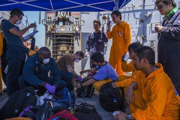 """الشركة المشغلة لـ""""فرونت ألتير"""": الناقلة ما زالت طافية وتساعدها سفينة إنقاذ في خليج عمان"""
