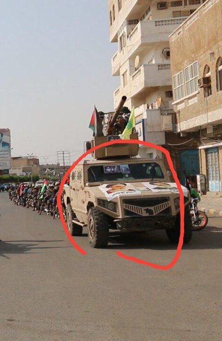 الحوثيون يرفعون صور خامنئي ونصر الله في الحديدة