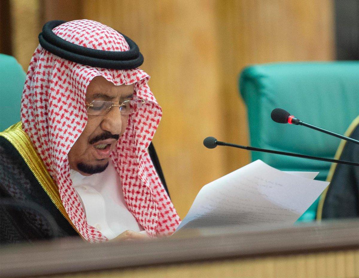 خادم الحرمين في القمة الإسلامية بمكة: من المؤلم أن يشكلَ المسلمون النسبةَ الأعلى بين النازحينَ واللاجئين على مستوى العالم