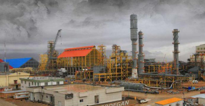 بعد العقوبات الأمريكية.. طرد آلاف العمال من مشروع بتروكيماويات بإيران